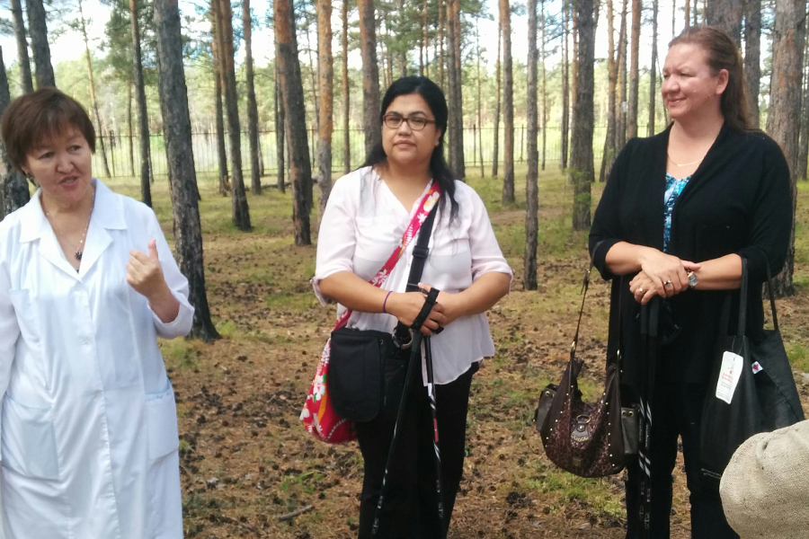Janet MacKenzie (centre) and Jeanne Kusch (right) travelled to Russia for the Innovative Learning Institute.
