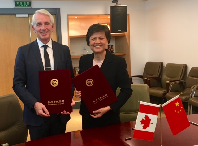 President Peter Stoicheff and Lin Xu, chief executive of the Confucius Institute Headquarters