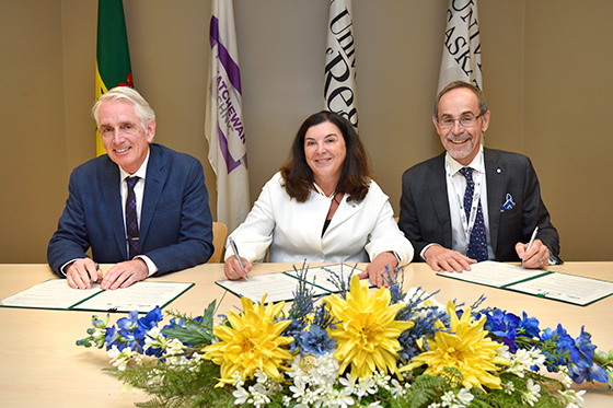 Peter Stoicheff, Vianne Timmons and Larry Rosia (image credit:University of Regina).